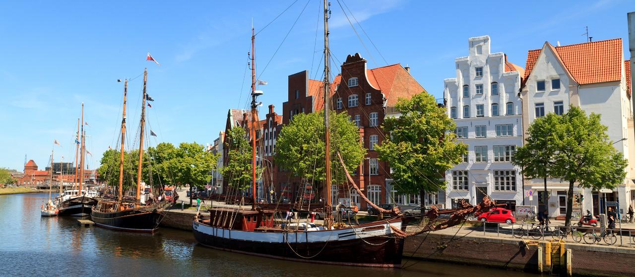 Blick auf den Stadthafen in Lübeck