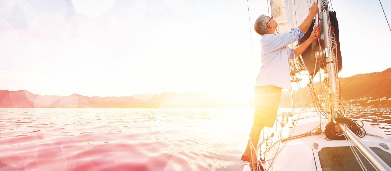 Mann-auf-Boot-Sparkasse-Vermögensmanagement